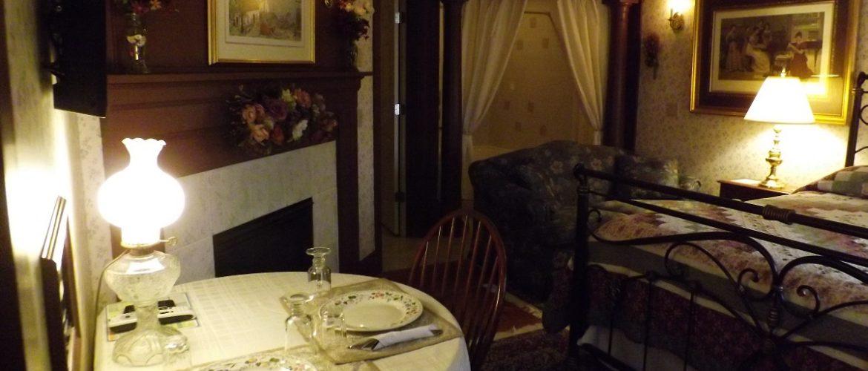 Annie Harper Room Breakfast Nook