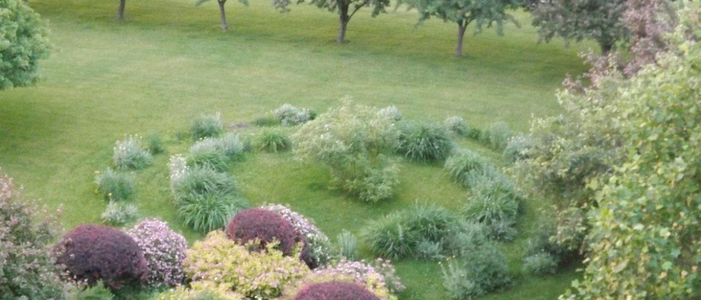 Polly Harper Inn Front Garden