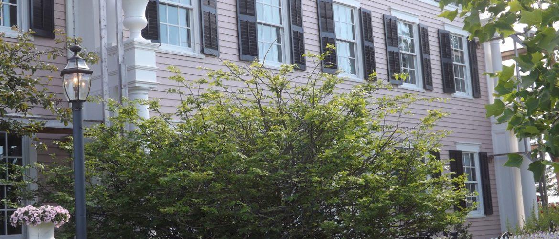 Polly Harper Inn Front Exterior